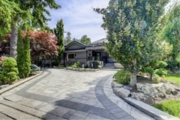 585 Marksbury Rd, Pickering