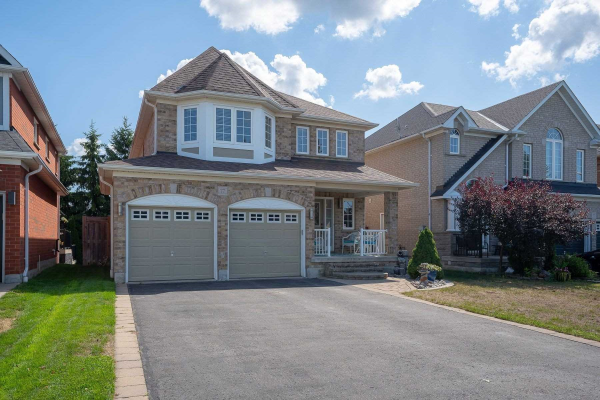 77 Lady May Dr, Whitby