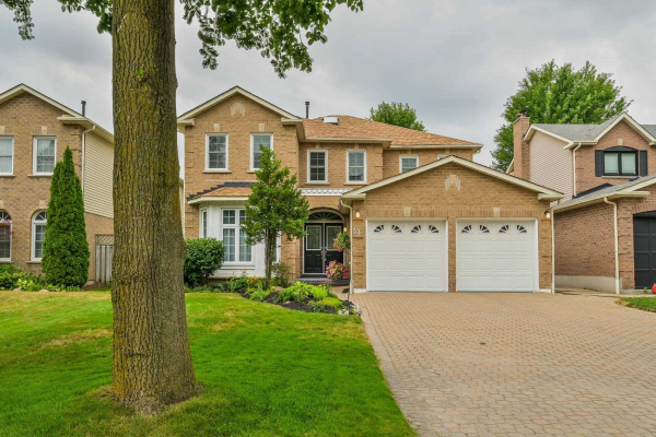 61 Flint Cres, Whitby