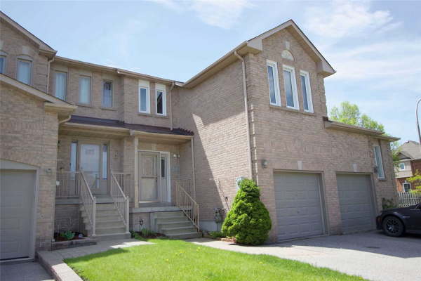 3 Pinebrook Cres, Whitby