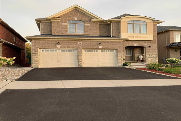 4 Labriola Crt, Whitby