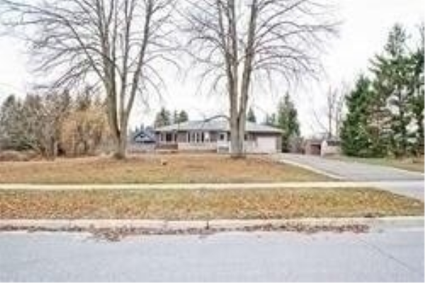 714 Hickory St, Whitby
