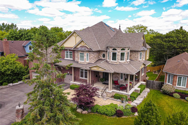 559 Pine Ridge Rd, Pickering