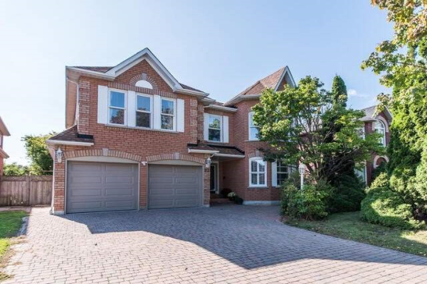 22 Daines Dr, Whitby