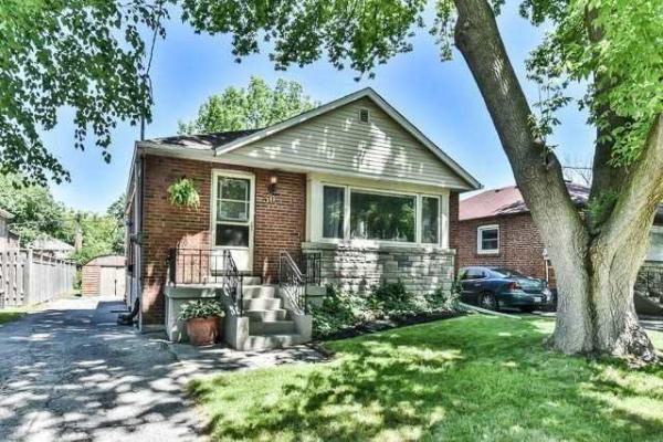 30 Medhurst Rd N, Toronto