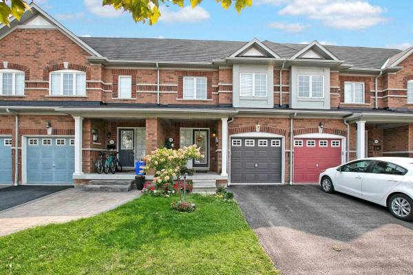 118 Ocean Pearl Cres, Whitby