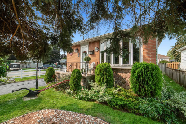 210 Starr Ave, Whitby