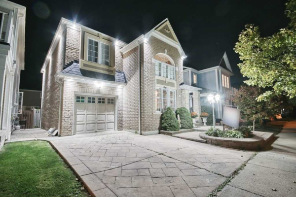 102 Handley Cres, Ajax