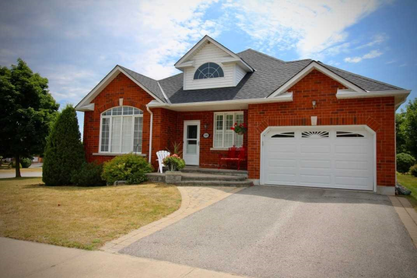 399 Waterbury Cres, Scugog