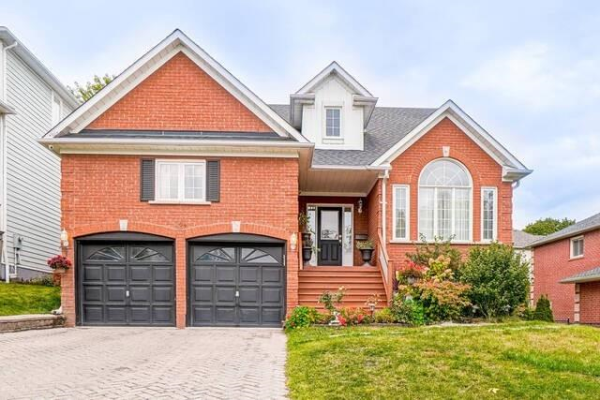 704 Sandcastle Crt, Pickering