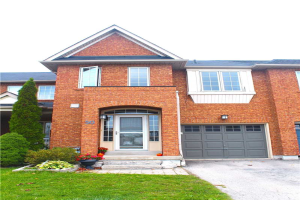 50 Stokely Cres, Whitby