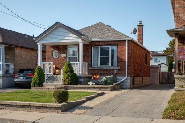 78 St Hubert Ave, Toronto