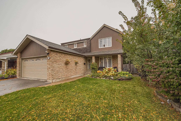 778 Edgewood Rd, Pickering