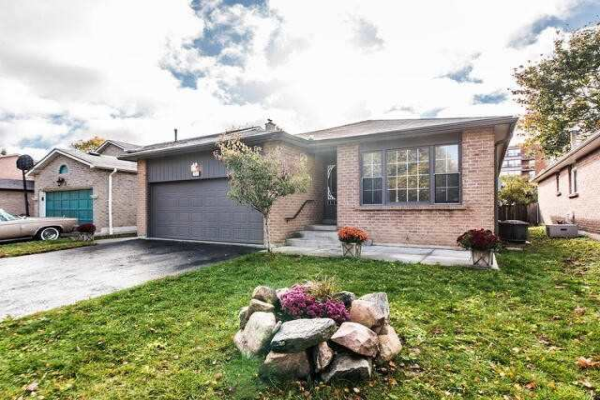 11 Mowat Crt, Whitby
