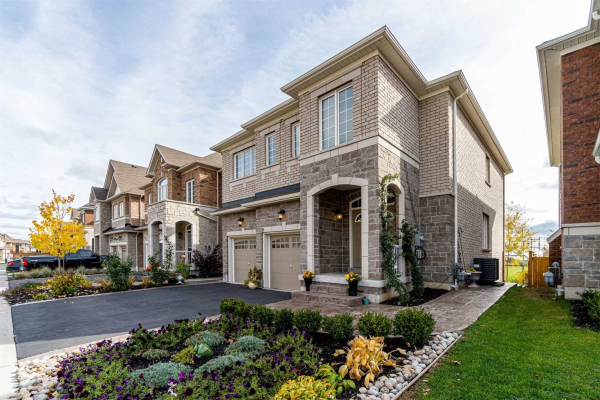 51 Promenade Dr, Whitby