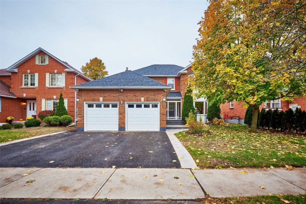 4 White Cliffe Dr, Clarington