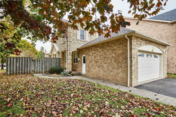 63 Stockbridge Cres, Ajax