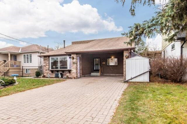 61 Glovers Rd, Oshawa