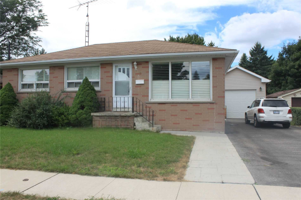 212 Lee Ave, Whitby