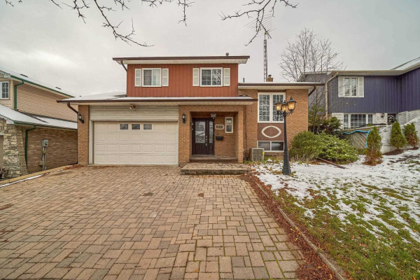 112 Guthrie Cres, Whitby