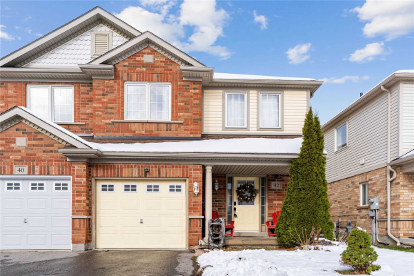 42 Hinsley Cres, Ajax