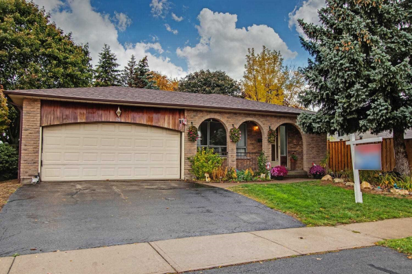 26 Ribblesdale Dr, Whitby