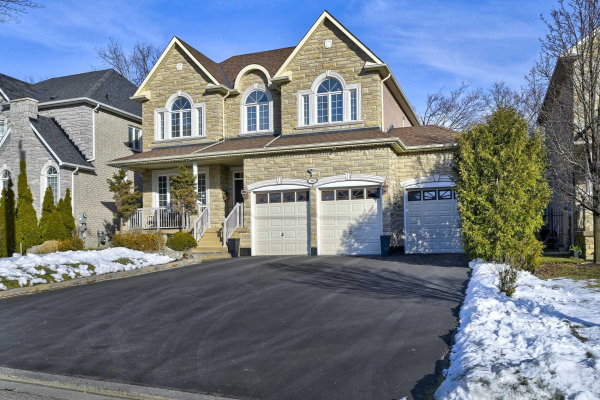 1883 Spruce Hill Rd, Pickering