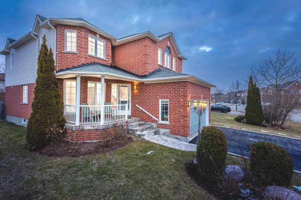 58 Squire Fletcher Dr, Clarington