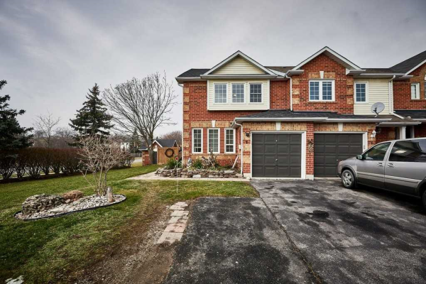 2 Lick Pond Way, Whitby