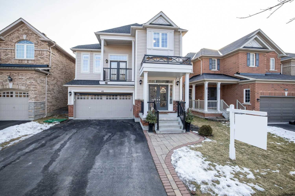 49 Florence Dr, Whitby