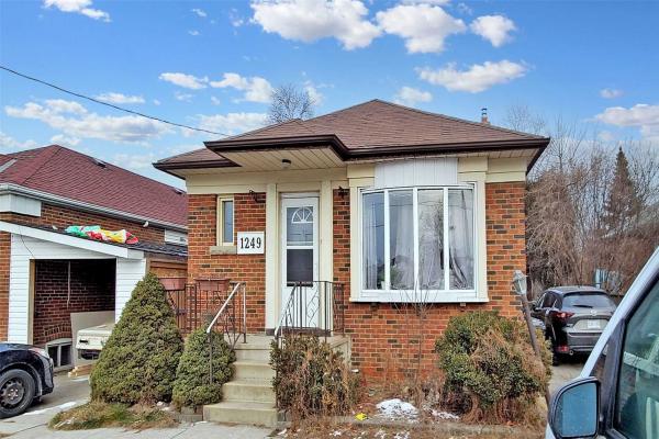 1249 Warden Ave, Toronto