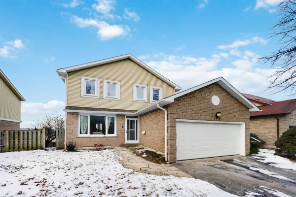 112 Kirby Cres, Whitby