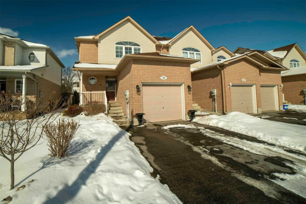 126 Richfield Sq, Clarington