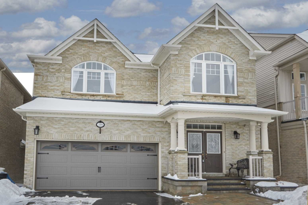 38 Loughlin Hill Cres, Ajax