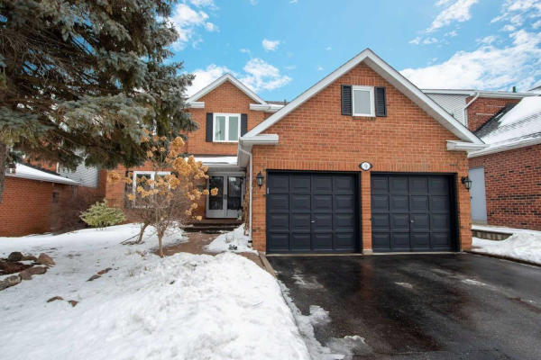 9 Chipperfield Cres, Whitby