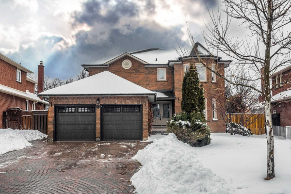 12 Mapleglen Crt, Whitby