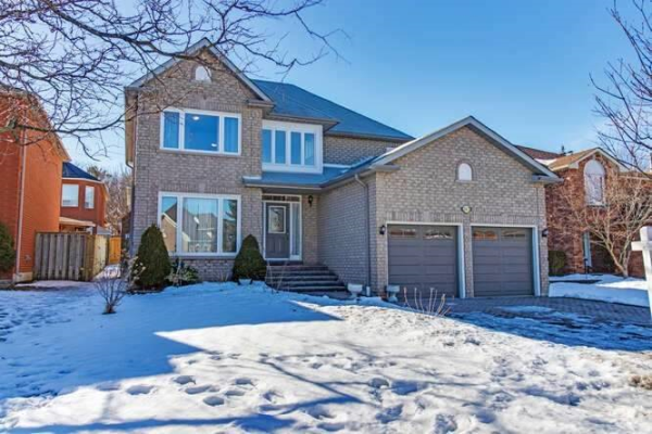 267 Hoover Dr, Pickering