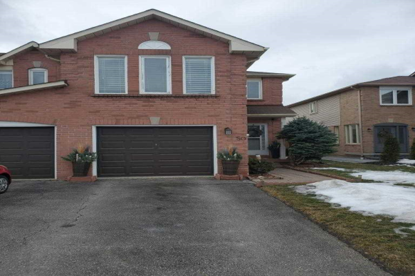 50 Pinebrook Cres, Whitby