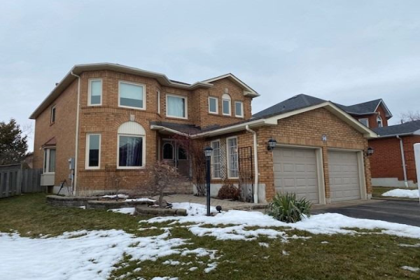 16 Winterberry Dr, Whitby