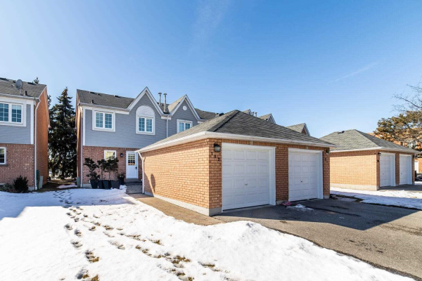 10 Bassett Blvd, Whitby