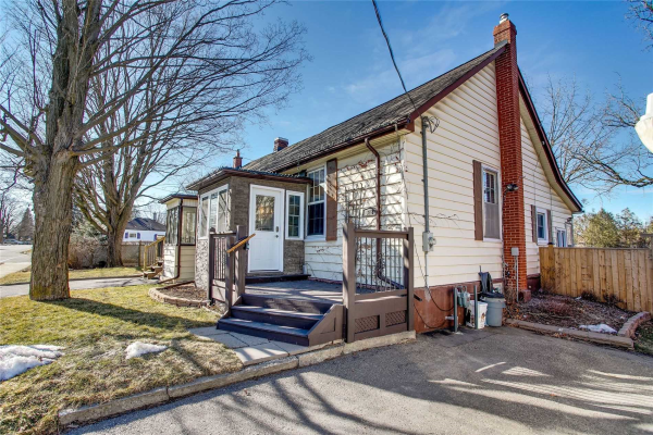 318 Mary St W, Whitby