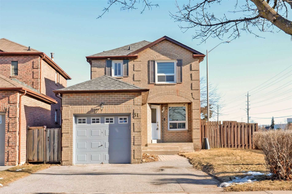 31 Carnelly Cres, Ajax