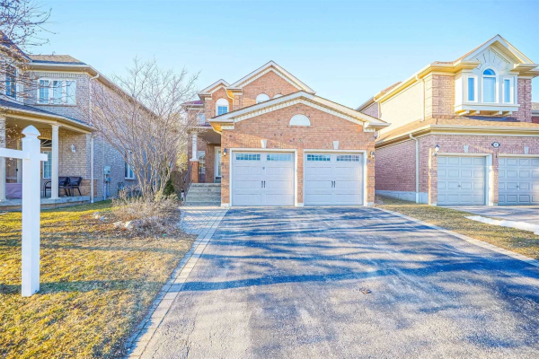 6 Tom Edwards Dr, Whitby