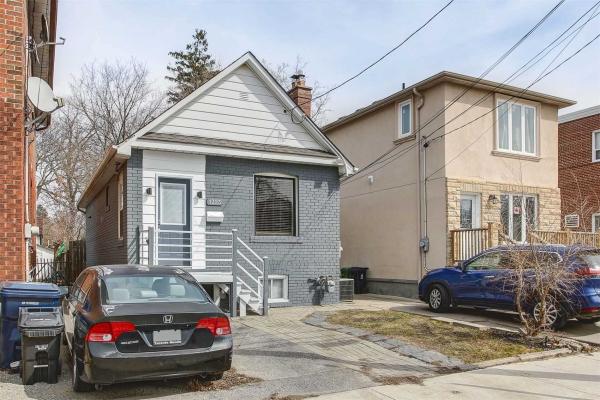1323 Woodbine Ave, Toronto