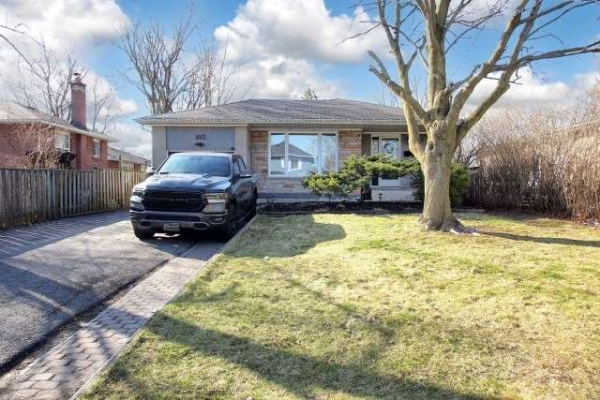 892 Sanok Dr, Pickering