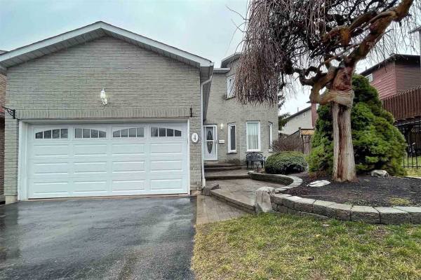 4 Greenview Crt, Whitby