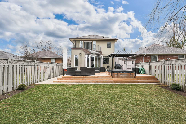 27 Willowhurst Cres, Toronto