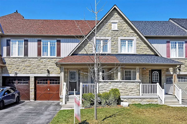 40 Haverhill Cres, Whitby