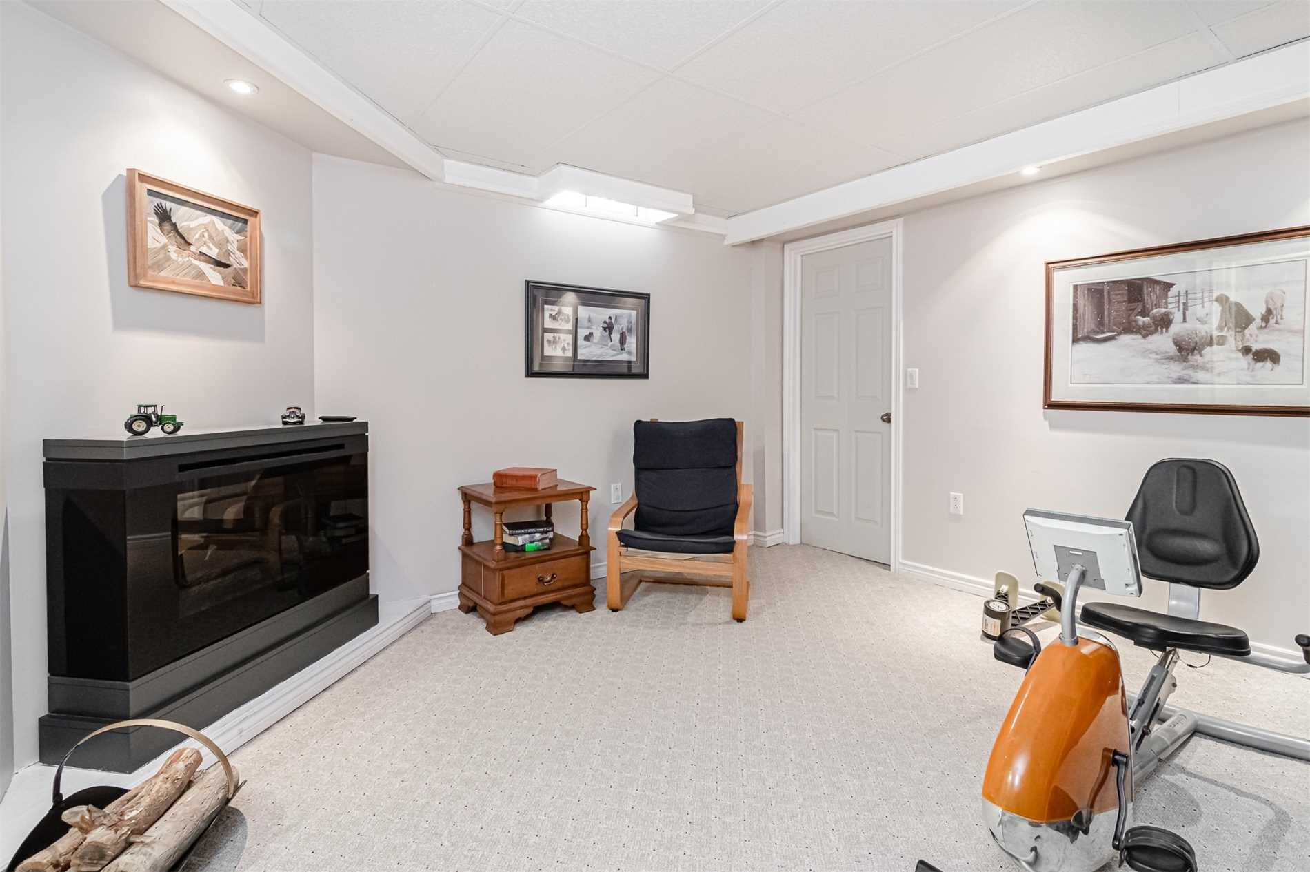 16 Bancroft Cres, Whitby