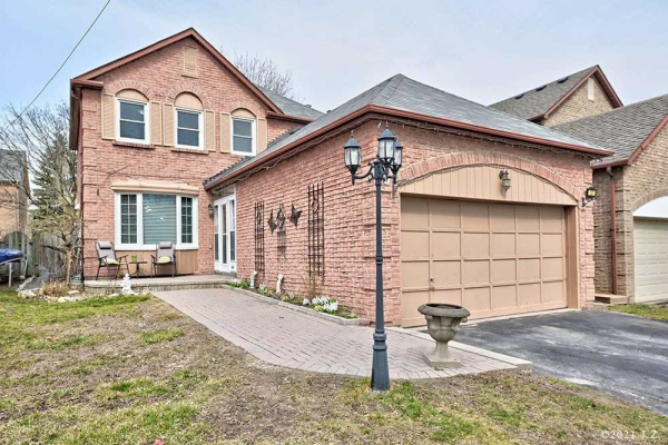 18 Ravenscroft Rd, Ajax